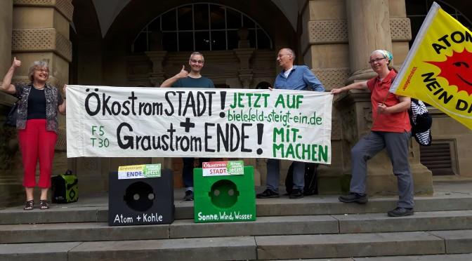 """""""Bielefeld steigt ein"""" vor dem Alten Rathaus"""